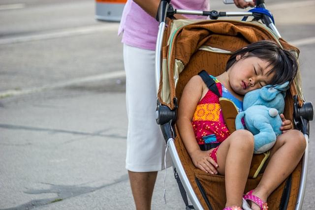 In viaggio coi bambini: consigli per la notte